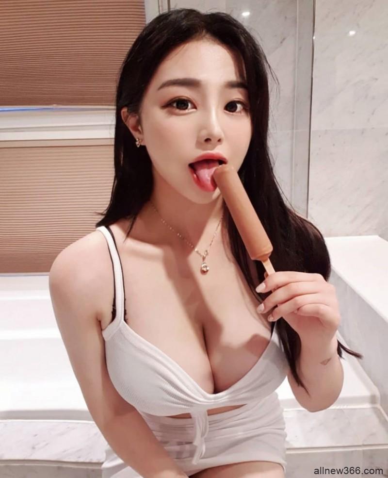 巨乳出闸!南韩大奶网红「쩡이」衬衫扣子被撑爆,份量过猛hold不住啦!