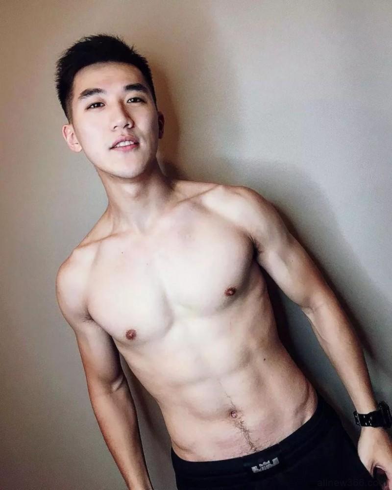 兵哥哥训练完泡浴缸像极了男友视角,爱上了。
