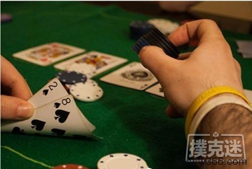 德州扑克中翻牌击中三条,过度慢玩被河杀抬走