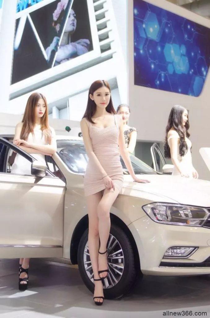 清纯水嫩的车模小姐姐火了,皮肤细腻身材火辣,颜值超高!