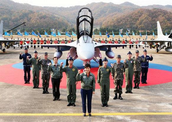 菲总统:买FA50战机纯属浪费 无法对付中国