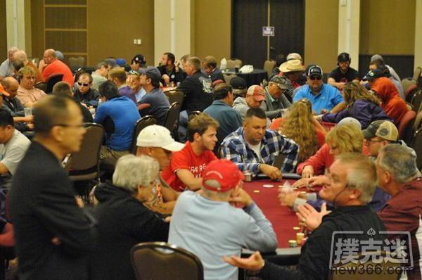 德州扑克对抗一个缺乏经验的幸运牌手