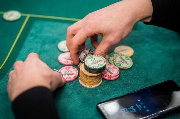 德州扑克锦标赛牌手在筹码量50-75BB时所犯的最大错误