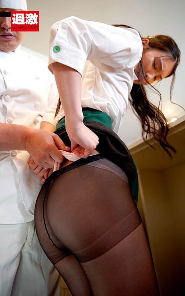 到哪打工都被X!「本庄铃」店内脱衣狂撩小鲜肉,每间店经理都想上她…