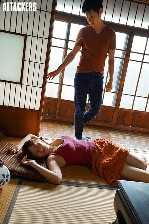 暑假来到乡下农舍!惊见J乳人妻「日下部加奈」在家偷偷自慰 只好去满足她
