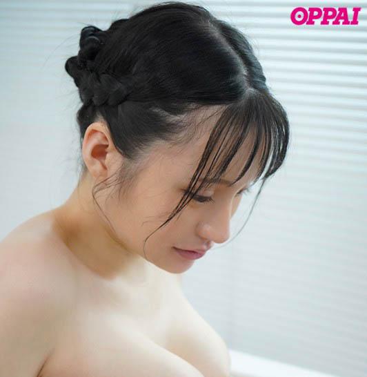纯天然尚好!100公分J罩杯 性感女大生「赤江恋実」搭配粉红奶头更赞!