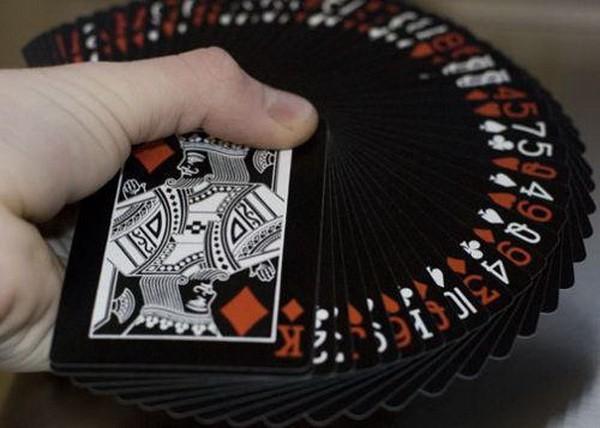 怎么和不玩德州扑克的朋友交谈扑克?