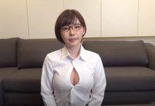 """道歉的时候要露出胸部是常识吧?""""深田えいみ""""示范最标准谢罪造型-蜗牛扑克官方-GG扑克"""