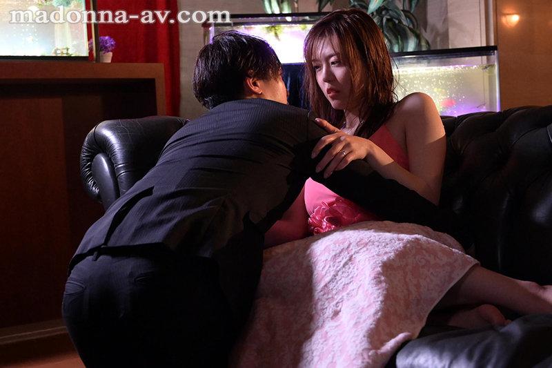 七瀬いおり(七濑伊织)作品JUL-706:空虚少妇在家里找掩护偷情乱搞。