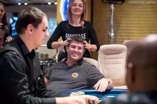 国王扑克室老板在自家打超浪PLO拿下超大底池